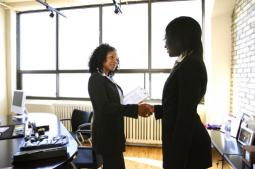businterviewdealhandshakewomen