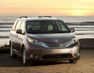 Toyota Sienna XLE front view