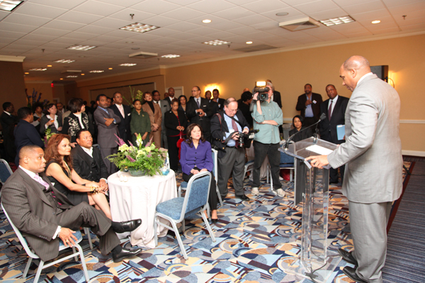 Black Enterprise CEO Earl Graves Jr. address the reception for the 20/20 Vision Economic Forum.
