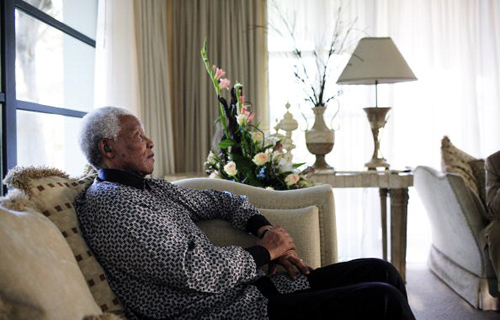 nelson mandela laying down
