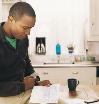 7. Regularly check financial statements such as billing documents and credit reports.