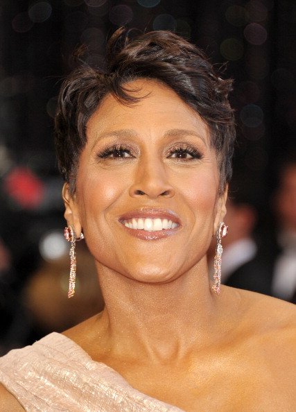 HOLLYWOOD, CA - FEBRUARY 27:  TV personality Robin Roberts arrives at the 83rd Annual Academy Awards held at the Kodak Theatre on February 27, 2011 in Hollywood, California.  (Photo by John Shearer/Getty Images)