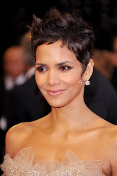 HOLLYWOOD, CA - FEBRUARY 27:  Actress Halle Berry arrives at the 83rd Annual Academy Awards held at the Kodak Theatre on February 27, 2011 in Hollywood, California.  (Photo by John Shearer/Getty Images)