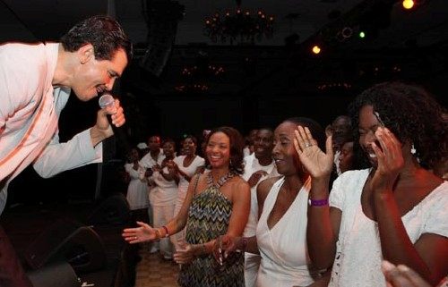 El DeBarge steals a few hearts.