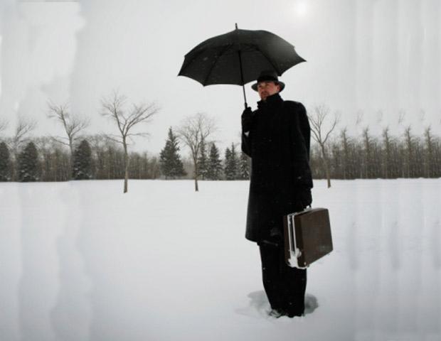 Umbrella-in-Snow-620x480