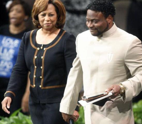 Eddie-Long-and-wife-540x480.jpg