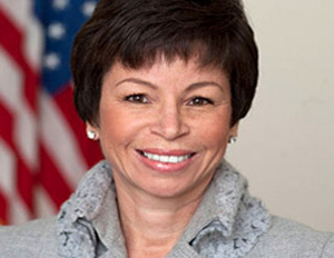 Valerie Jarrett Honored by Alpha Kappa Alpha Sorority