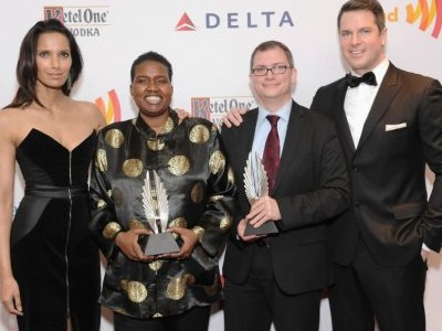 L-R: Presenter Padma Lakshmi, Winners Carolyn Brown (Black Enterprise) and Chris Geidner (Metro Weekly) (Tie) with co-presenter and MSNBC Anchor Thomas Roberts. (Image: Wire Image® courtesy of GLAAD)