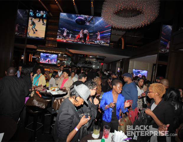 Social media networking transfers to the real world as bloggers, editors and tastemakers rub shoulders at 40/40 Club New York