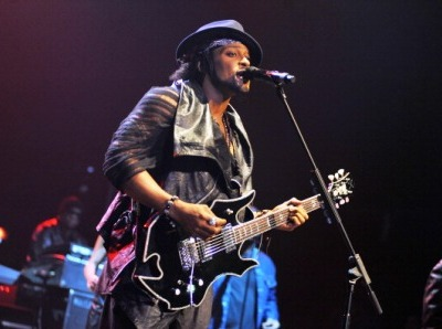 DAngelo-London-performance-400x300.jpg