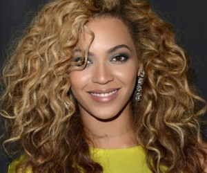 Beyoncé to Share Stage with Fans at Super Bowl 2013