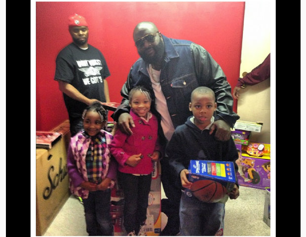 Rick Ross takes time to give back to the kids this Christmas.   @richforever #Memphis #Rozay Toy giveaway today. #LuvDat