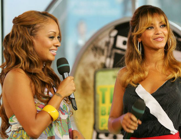 La La interviews Beyonce on MTV's TRL.