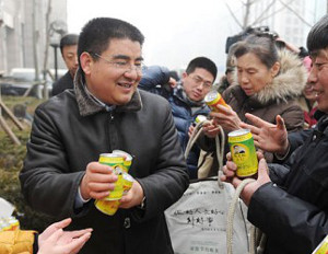 "Entrepreneur sells millions of cans of ""fresh air"""