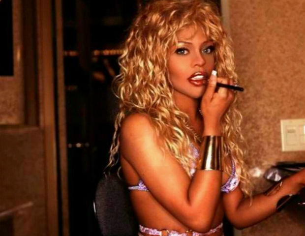 lil kim smoking a cigar