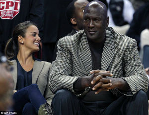 Michael Jordan's Fiancée Signs Pre-Nup
