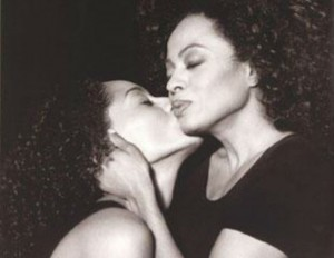 Tracee and her mother get picture perfect