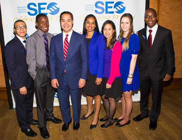 SEO scholars and alumni are seen here with San Antonio Mayor Julián Castro.