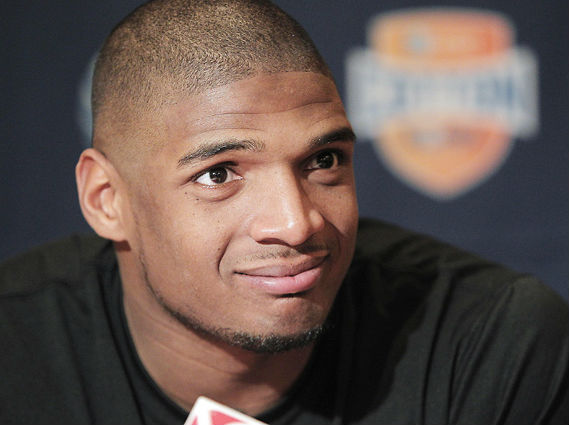 NFL All Pro Mobilizes Online Support for Missouri's Michael Sam