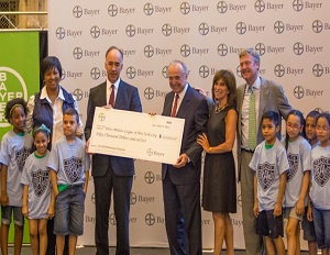 Dr. Mae Jemison and Bayer Corporation award a $50,000 for STEM education in NYC. (Image: Bayer Corporation)