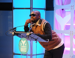 Wyclef Jean introduced Panic! At the Disco at the 2015 Shorty Awards in New York City. (Image: Shorty Awards)
