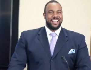 NFL Veteran and Businessman Jonathan Scott Brings Awareness to Psoriasis