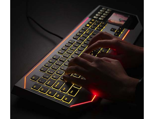 Star-Wars-Keyboard-With-LCD-Touchpad