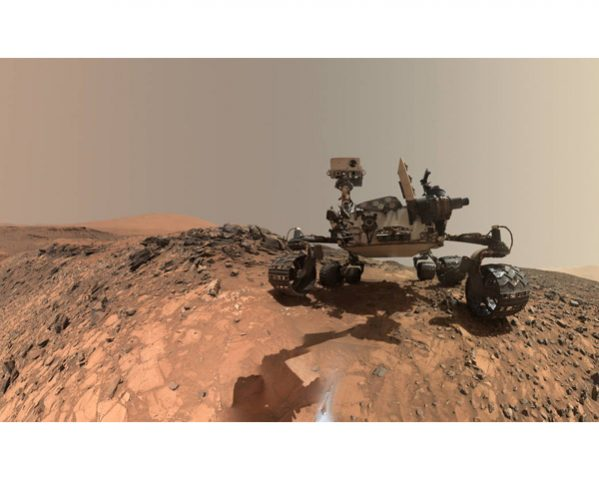 Curiosity takes a selfie. (Image: NASA.gov)